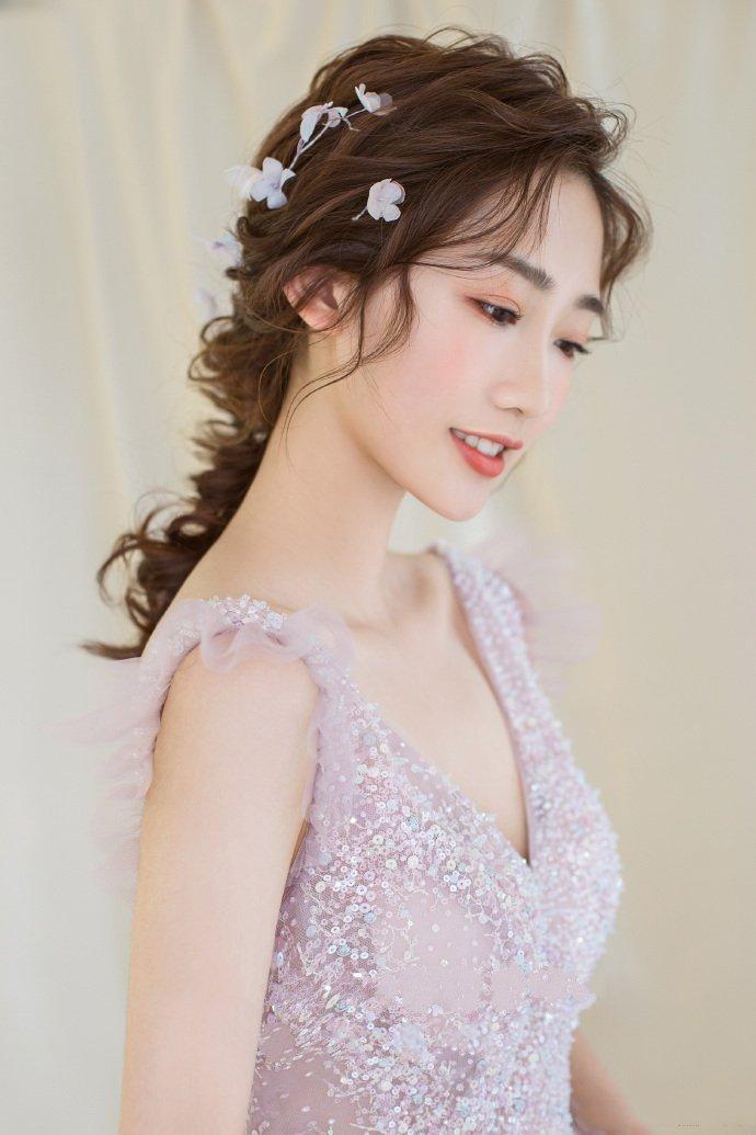 清新灵动的新娘发型鱼骨辫图片