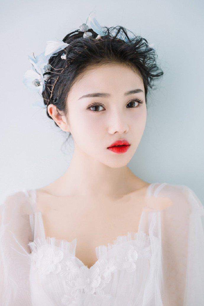 经典新娘发型设计鲜花盘发图片