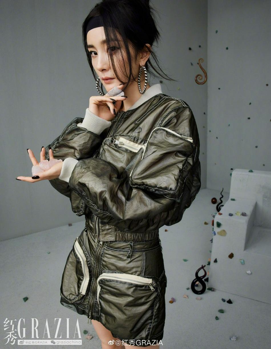 杨幂酷靓时尚豹纹大衣搭配黑色头带个性写真登杂志图片