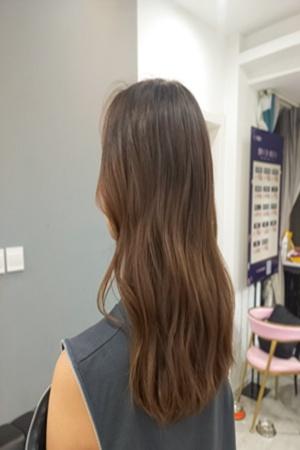 男生喜欢女生发型中长卷发图片