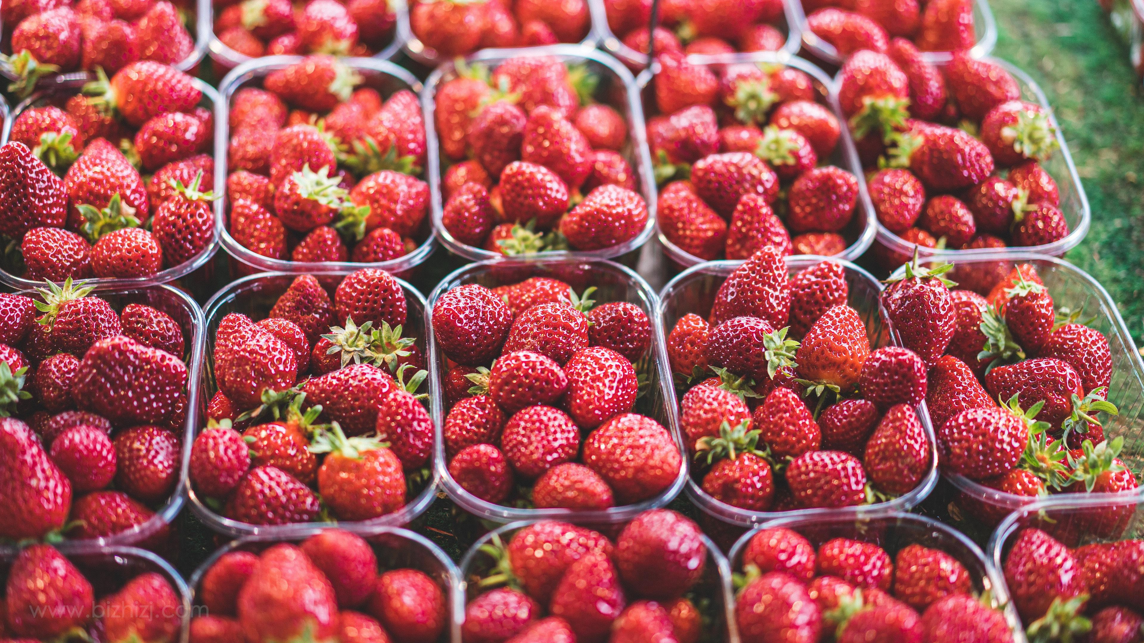 酸甜多汁的草莓4k电脑超火壁纸