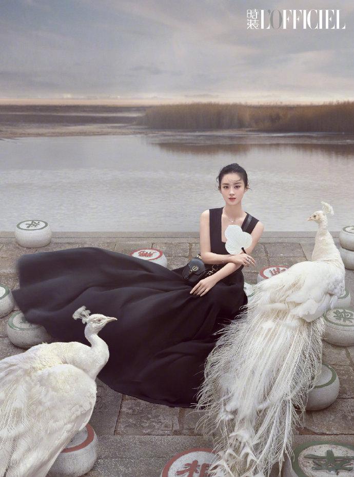 赵丽颖性感中国风穿搭,宛若孔雀公主,或黑天鹅超美写真