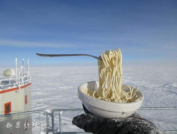 南极圈究竟有多冷?吃个饭都能变成艺术!-爱趣猫