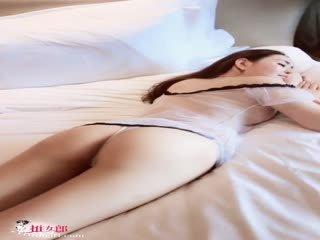 国际MiuMiu:长腿美胸俏脸,完美女神