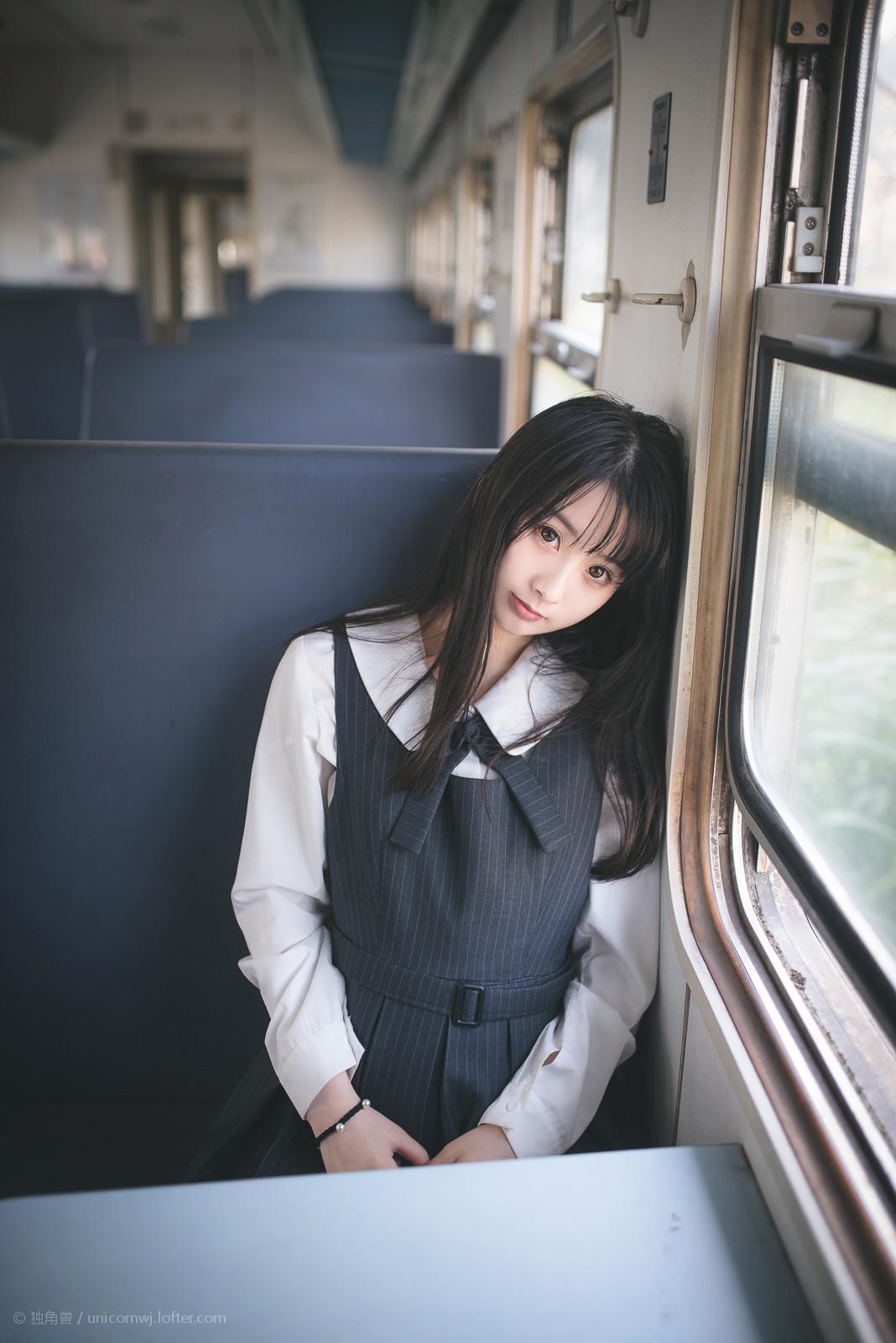LOFTER独角兽:日系萝莉JK制服