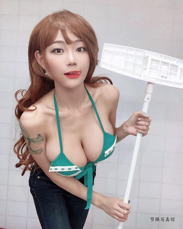 韩国大胸妹子Berry化身海贼王中的娜美