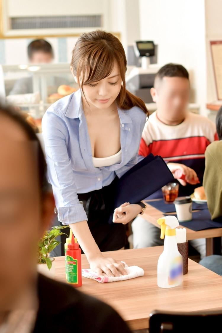 [300mium-024]24岁的白川麻衣是一个工作认真的店员 车牌号 第2张