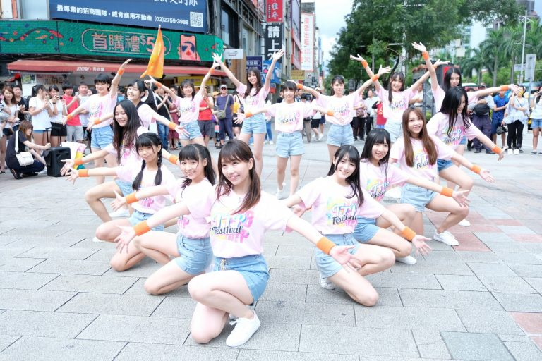 AKB48女团台北快闪唱新歌〈LOVE 修行〉