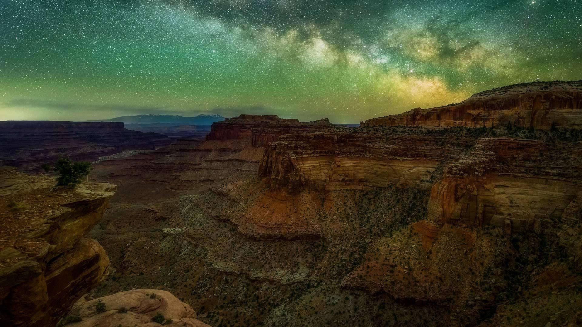 在犹他州峡谷地国家公园中看到的银河