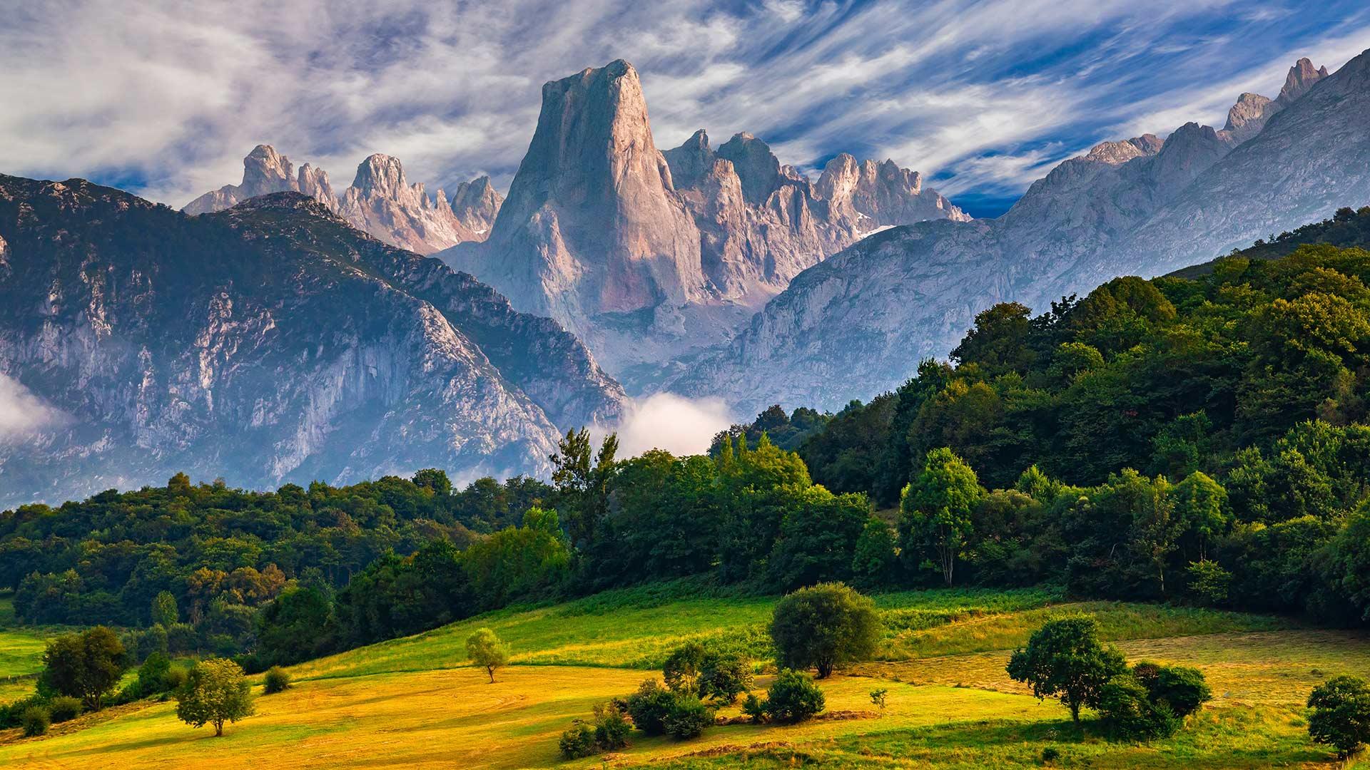 欧罗巴山国家公园中的Naranjo de Bulnes峰naranjo de bulnes峰