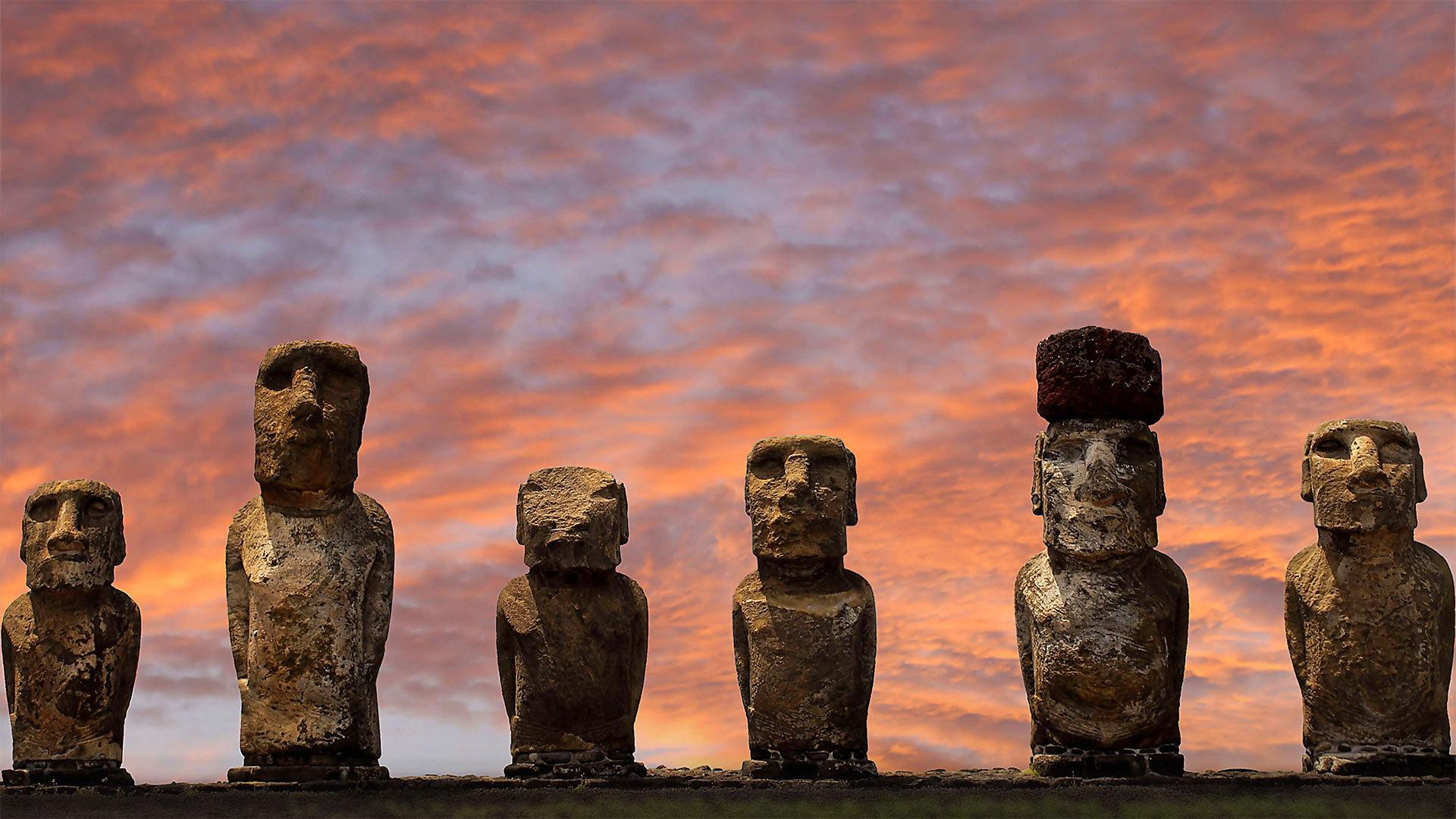 拉帕努伊国家公园中阿胡汤加里基的摩艾石像摩艾石像