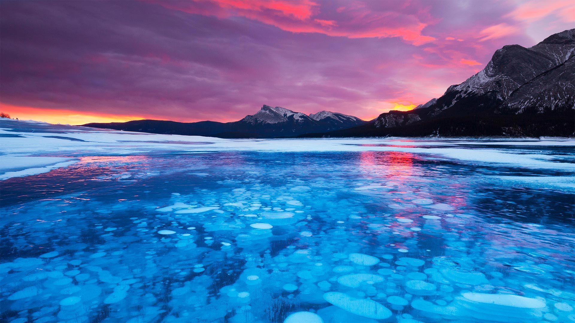 亚伯拉罕湖中的冰泡冰泡