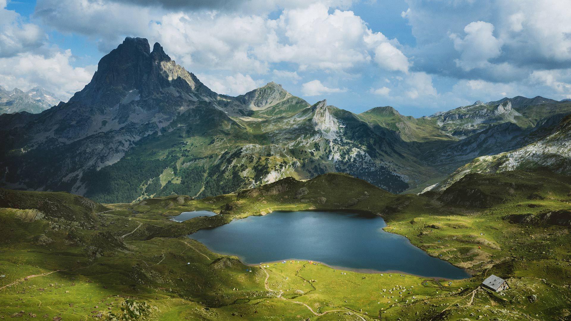 南奥索峰的Lac d'Ayous小屋南奥索峰