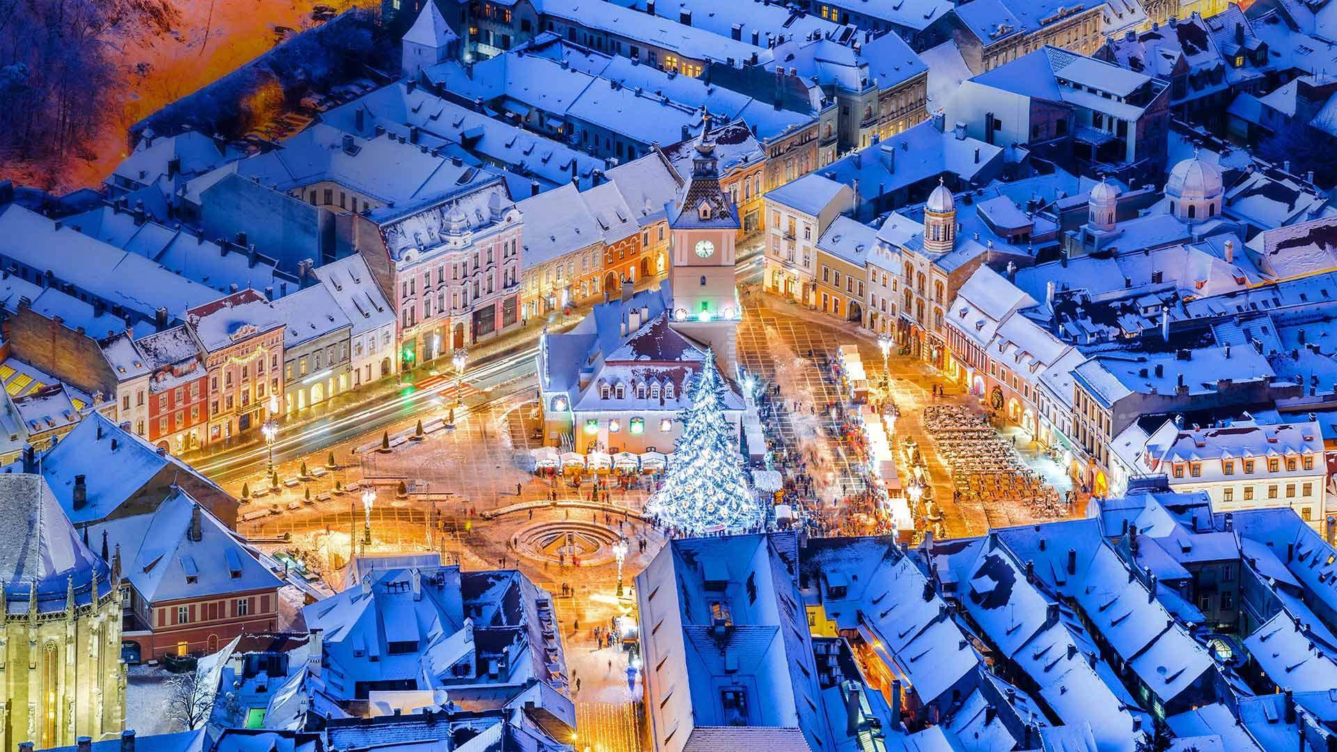 布拉索夫中央广场的圣诞市集布拉索夫中央广场