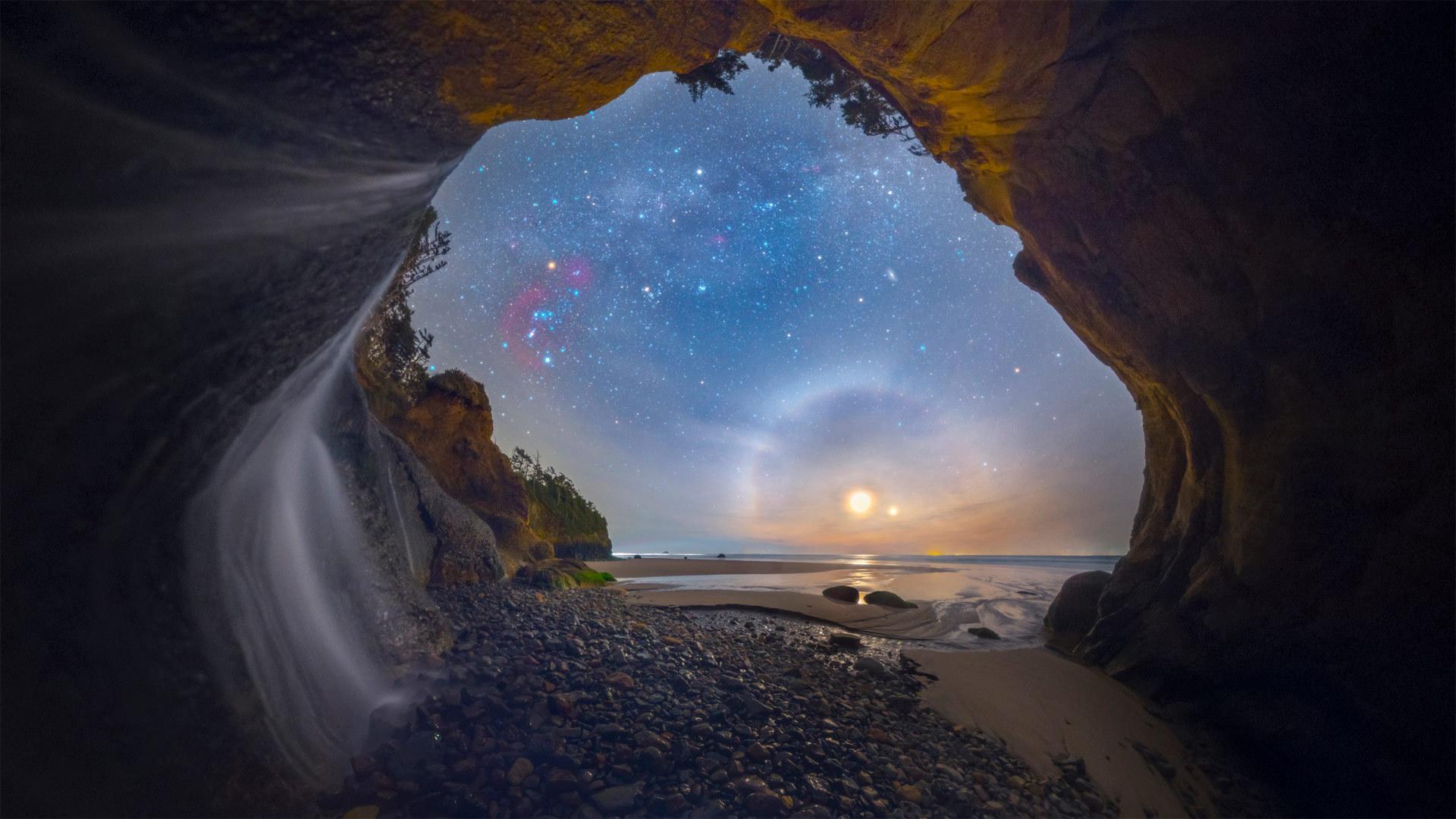 拍摄于俄勒冈州海岸拥抱点瀑布的幻月 幻月