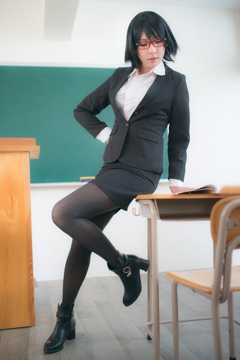 """推特11月2日话题""""日本タイツの日""""美女齐晒美腿"""