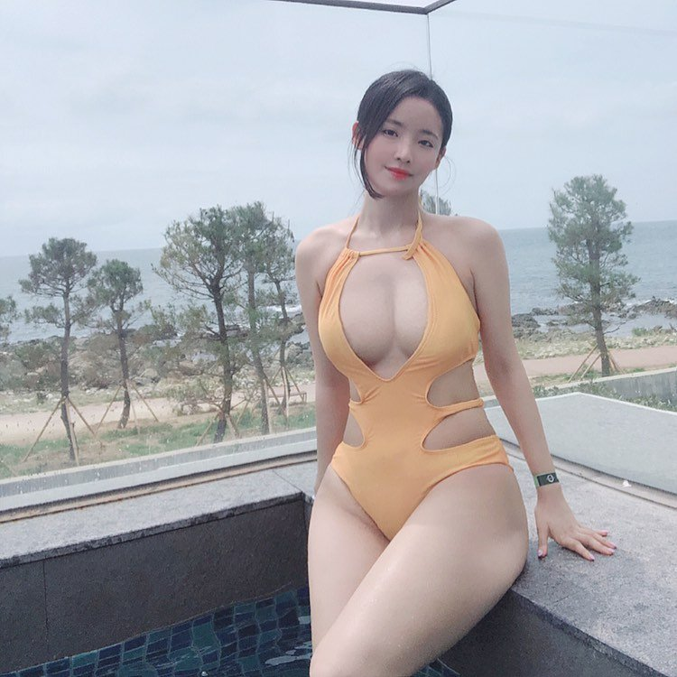 ins韩国女星:noooree9 极品腰臀-第2张图片-宅小报