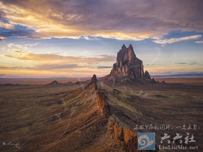 殿下,这里便是人间的边界,翻过这道山脊就是魔域了 liuliushe.net六六社 第6张