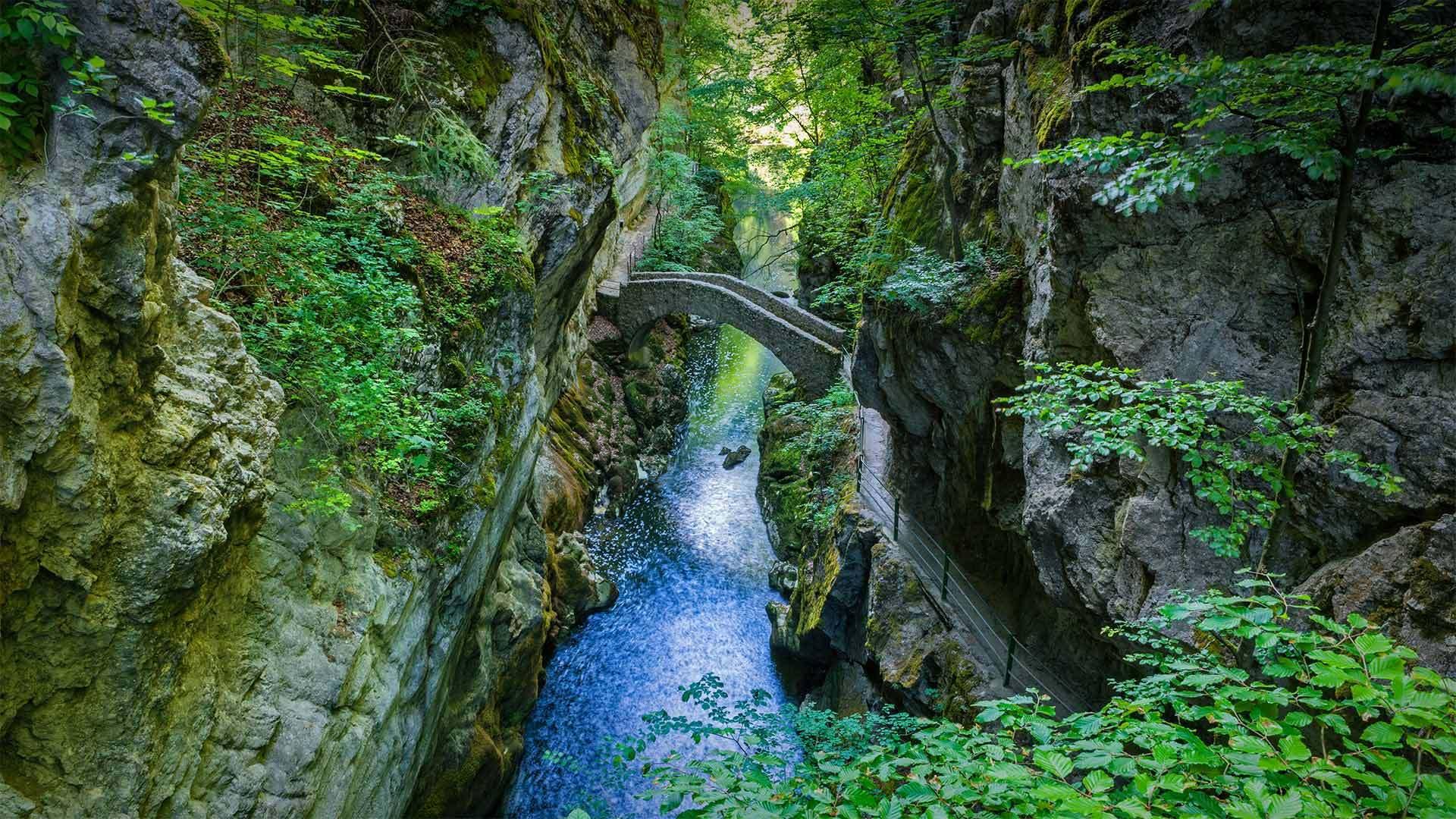 Areuse峡谷的Saut du Brot石桥Areuse峡谷