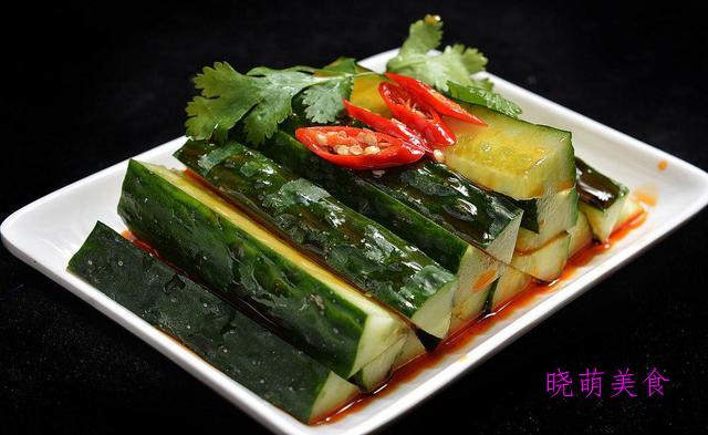 皮蛋拌豆腐、凉拌黄瓜、凉拌秋葵、凉拌莴笋、凉拌金针菇的做法