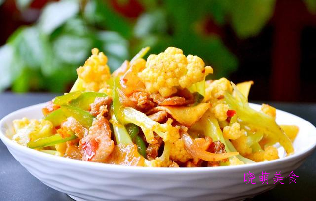 干煸肥肠、麻辣牛肉、干锅花菜、干锅鸡的地道做法,香辣美味