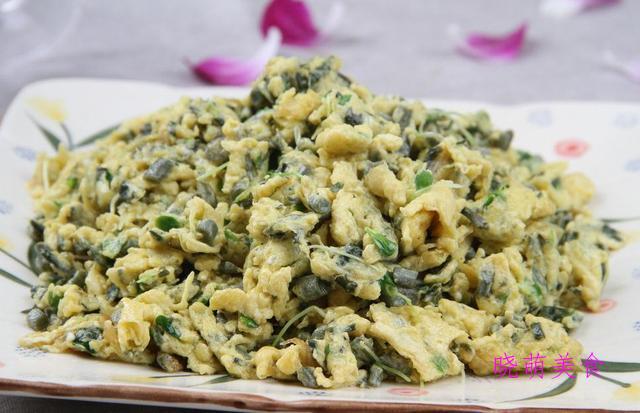 香椿炒鸡蛋、炒香干、锅塌豆腐的做法,咸香美味下饭刚好