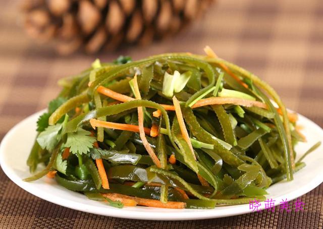 凉拌藕片、凉拌海带丝、芹菜拌花生、拌胡萝卜、拌香椿的家常做法