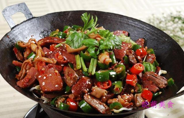 炸鱼块、干煸鸭、土豆炖鸡、辣子鸡的秘制做法,香辣美味