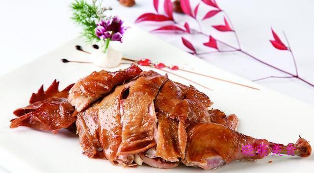 酱猪蹄、酱油鸡、凉拌牛肉、辣炒年糕、干锅茶树菇的做法