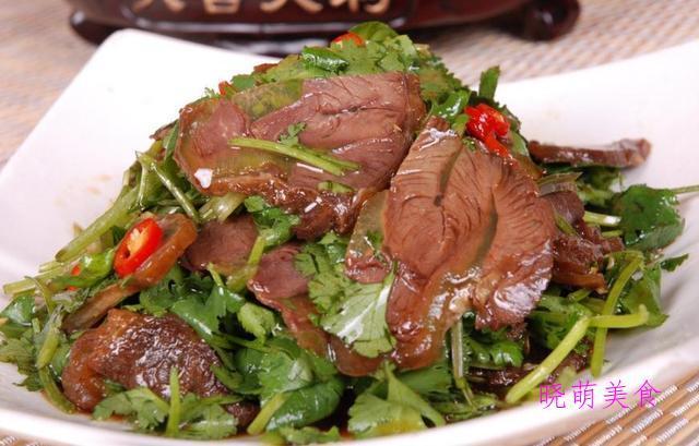 蒜泥白肉、凉拌腐竹、凉拌牛肉、猪皮冻、凉拌鸡丝的做法