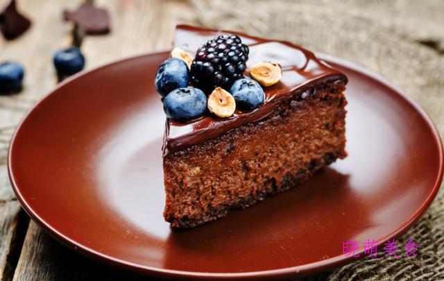 抹茶微风蛋糕、巧克力蛋糕、红丝绒蛋糕、蓝莓慕斯的经典做法,