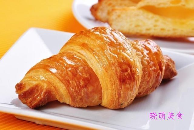 牛角面包、奶香小馒头、椒盐小麻花、蜂蜜面包、茴香小油条的做法
