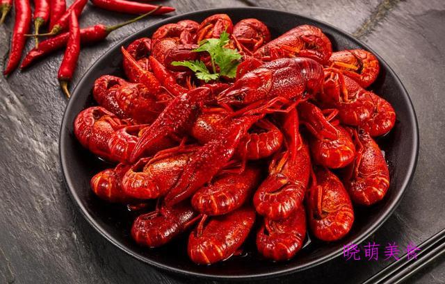 红焖牛肉、麻辣小龙虾、蒜蓉烤生蚝的做法,香辣美味,干净卫生