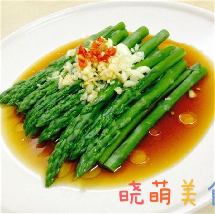 老醋菠菜、皮蛋豆腐、油淋芦笋、酸辣蕨根粉、盐水黄瓜的做法