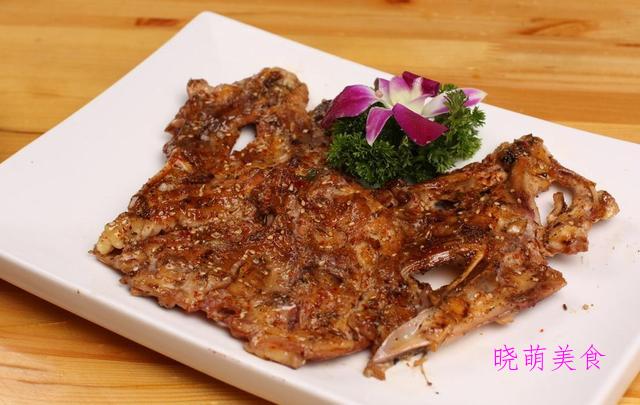 干锅鱼杂、麻辣鸡架、酱香肥肠、麻辣螺蛳、麻辣鸭血的美味做法