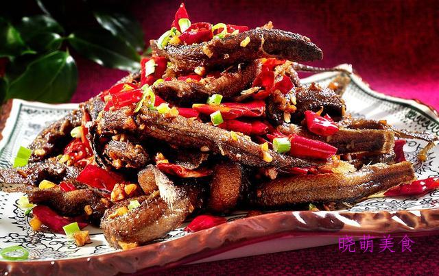 双椒炒牛肉、香煎鱼块、香辣泥鳅、干炒鸡、香辣河虾的美味做法