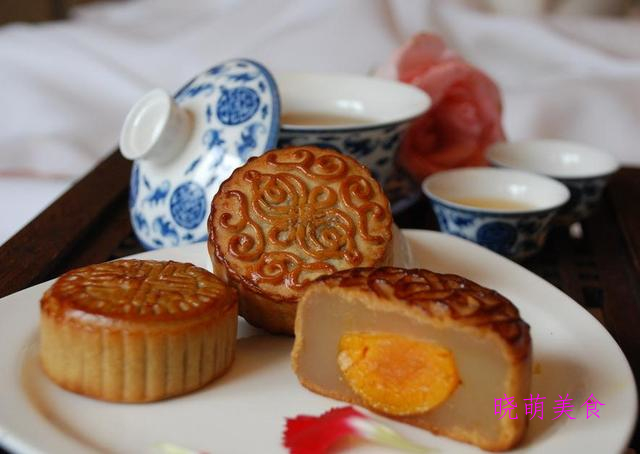 蛋黄月饼、巧克力熔岩蛋糕、鲜肉月饼、台式菠萝包的美味做法