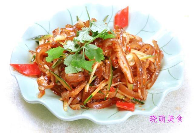 白切猪头肉、香油丝瓜、红油海蜇、青椒拌猪耳的美味做法