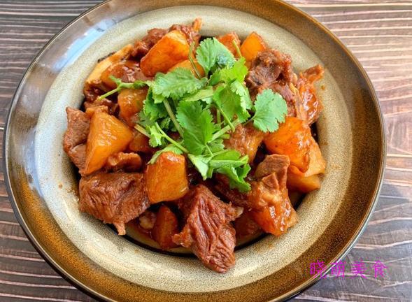 小鸡炖土豆、三杯猪蹄、红酒牛肉、羊肉炖萝卜的美味做法营养丰富