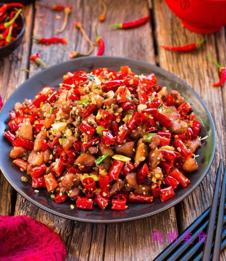 秘制辣子鸡、香辣宫保鸡丁、麻辣肥肠的家常做法,美味又下饭