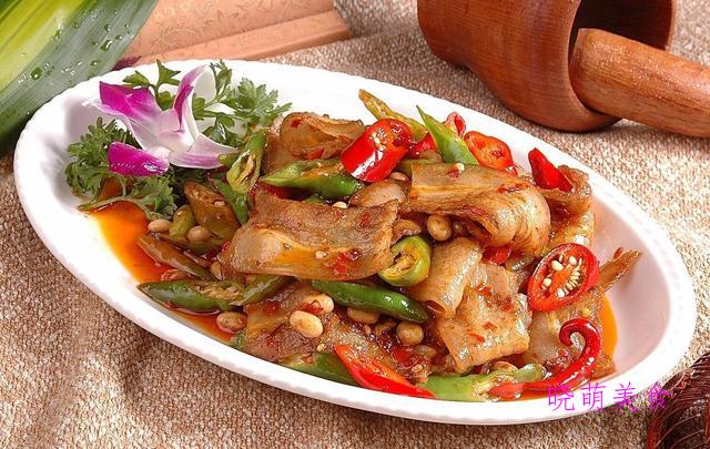 麻辣水煮肉片、辣炒回锅肉、香辣牛肉丝、秘制排骨的美味做法