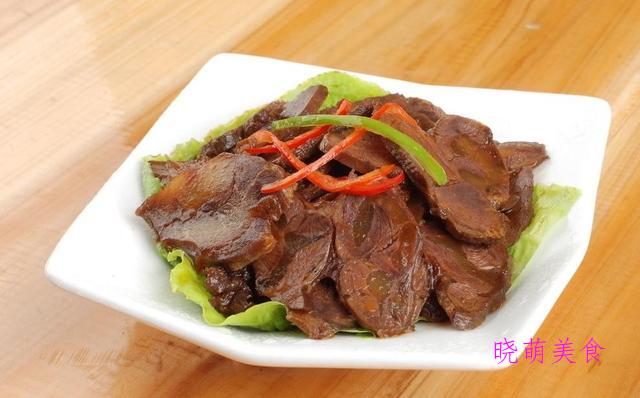 凉拌豆腐、盐水鸭腿、黄瓜拌猪耳、凉拌鸡胸肉、麻辣卤牛肉的做法