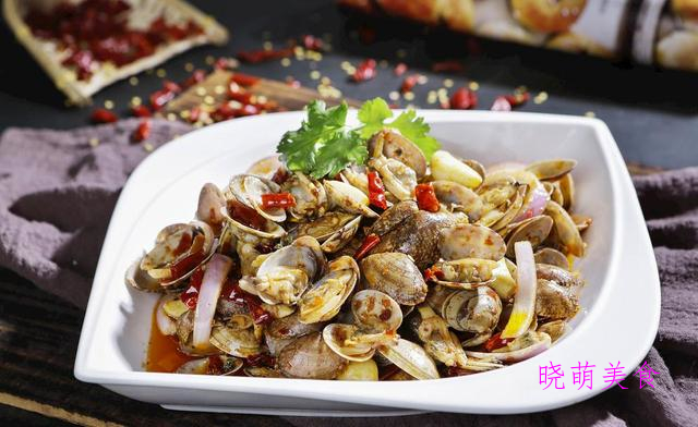腊鸡炖土豆、香辣炒花甲、凉拌牛百叶、肉片烧蘑菇的美味做法