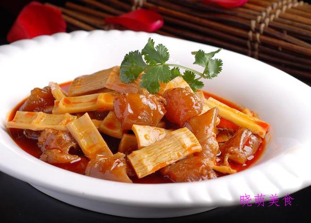 川香麻辣鱼、黑椒烤翅、青椒炒鸡胗、香辣牛筋