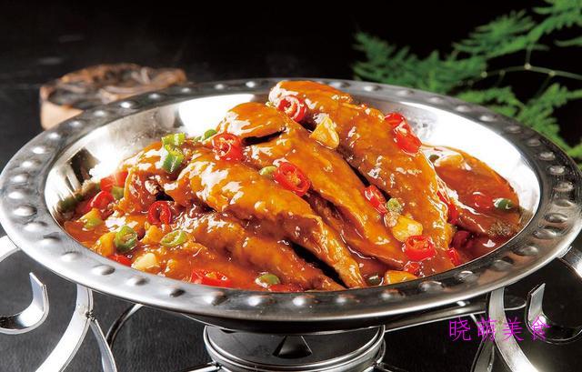 蒜苗炒腊肉、香辣小炒肉、香辣五花肉、香辣小黄鱼的做法