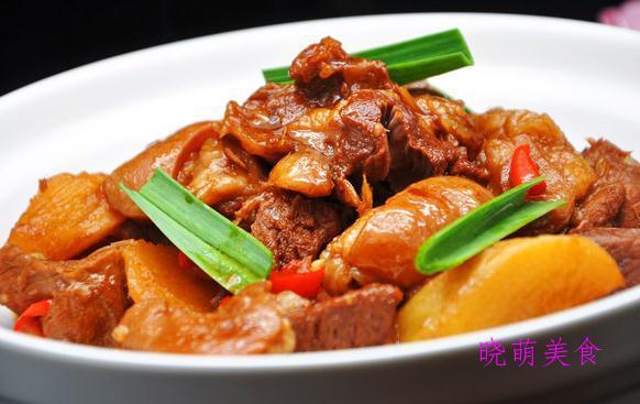 麻辣肥肠煲、香辣牛蛙锅、香辣羊肉萝卜煲的做法