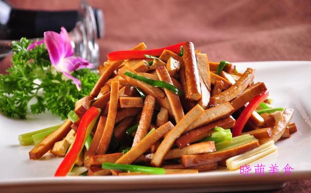 香辣泥鳅、香辣花菜、香煸辣子鸡、葱香豆干的做法