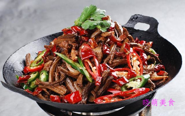 麻辣干锅排骨、干锅茶树菇、麻辣肥肠、香辣花菜的做法
