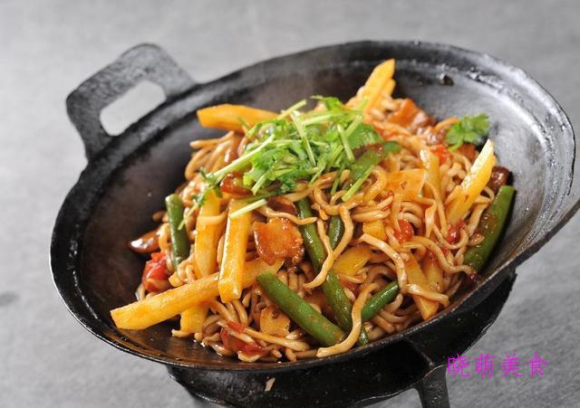 香辣牛肉面、豆角焖面、北京打卤面的家常做法