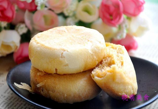 奶黄冰皮月饼、肉松饼干、奶油吐司、奶香排包的做法